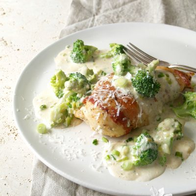 bacon-wrapped chicken & broccoli alfredo