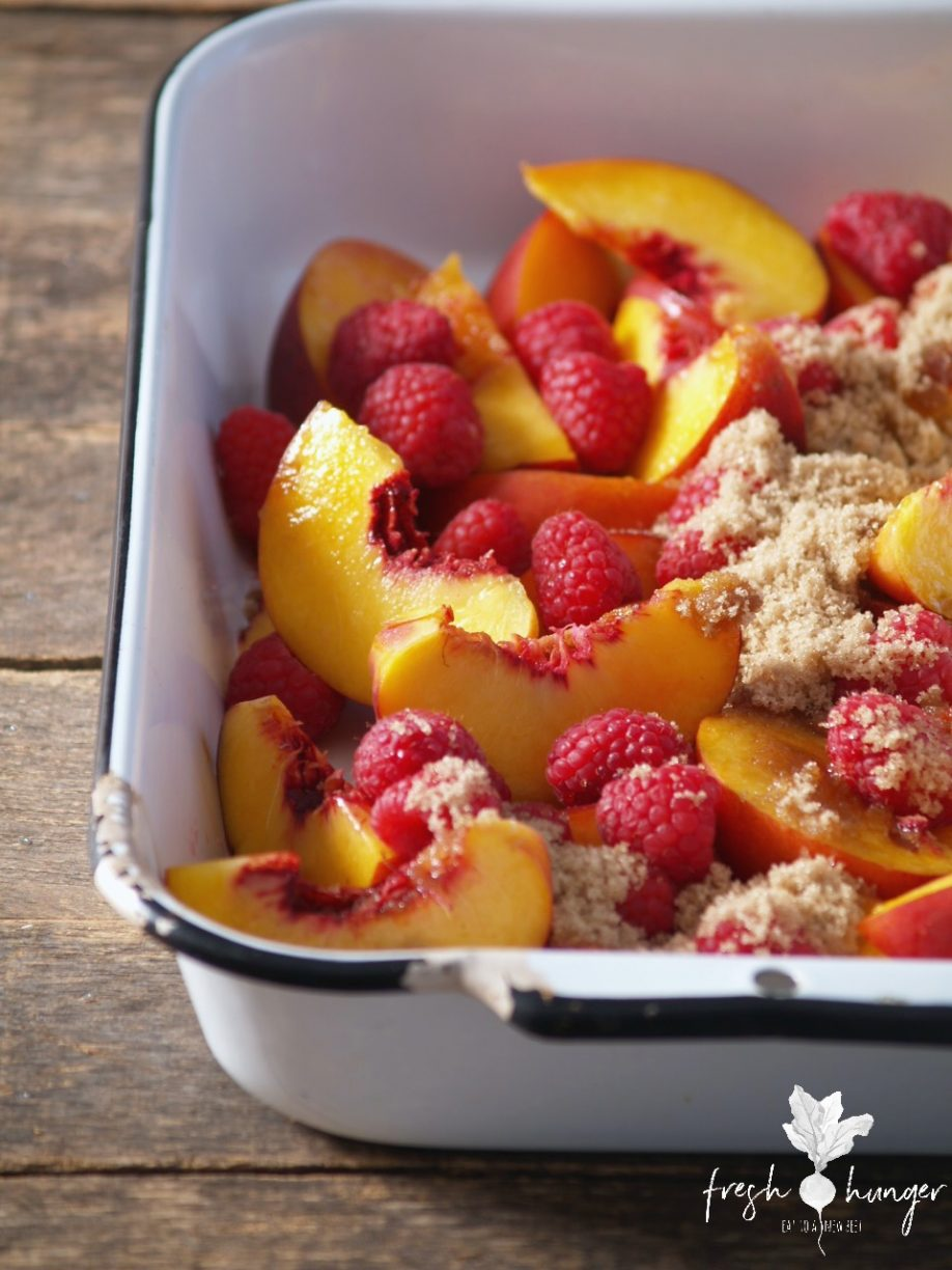 peach, raspberry & nut crumble