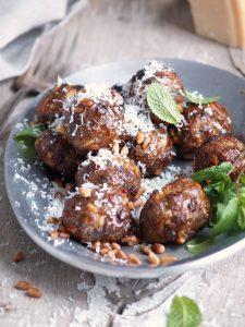beef pine nut raisin meatballs
