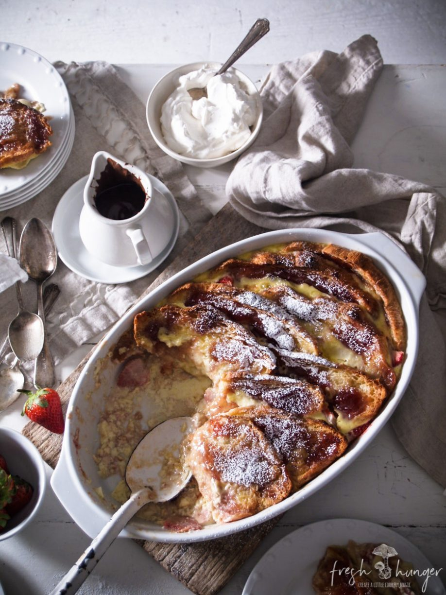 strawberry croissant pudding