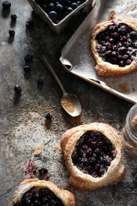 7-MINUTE BLUEBERRY BREAKFAST PASTRIES AND A CATCH-UP