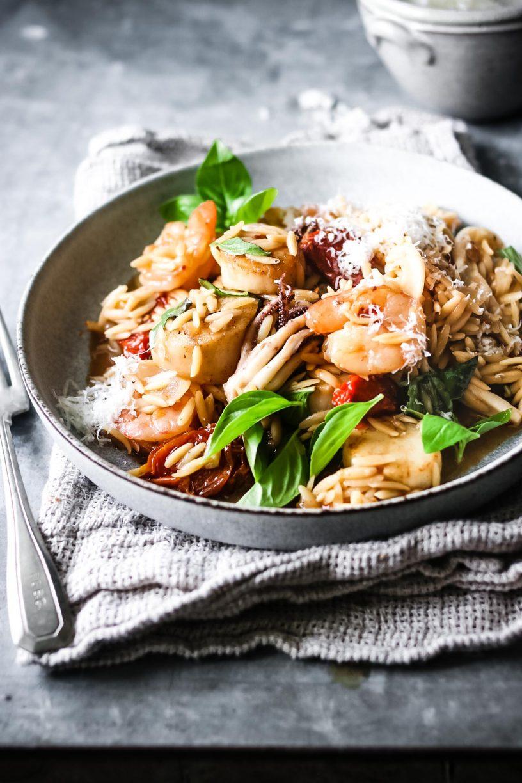 ONE-PAN TOMATO SEAFOOD PASTA